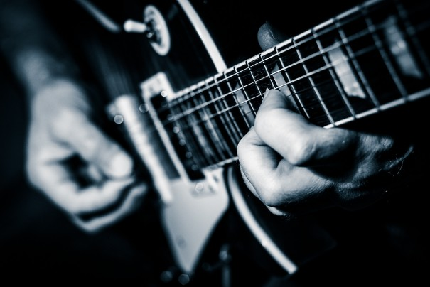 【ギター講座】高速ダウンピッキングのコツとピッキングフォームについて!【ブリッジミュート】
